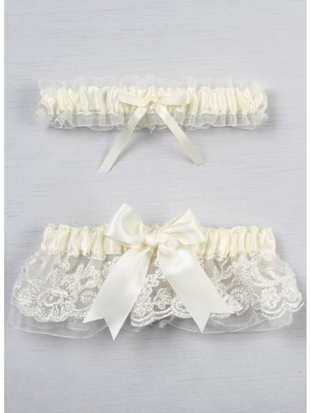 Chantilly Lace  Bridal Garter Set, Ivory