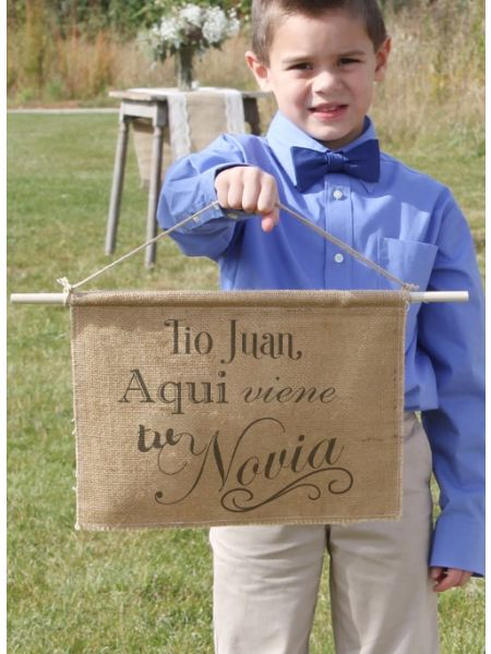 Personalized Aqui viene la Novia Burlap Sign