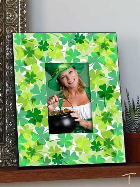 Tenereze Exclusive | Green Shamrock Frame